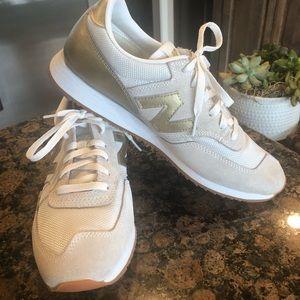 Women's new balance tennis shoes. Size 9 1/2.